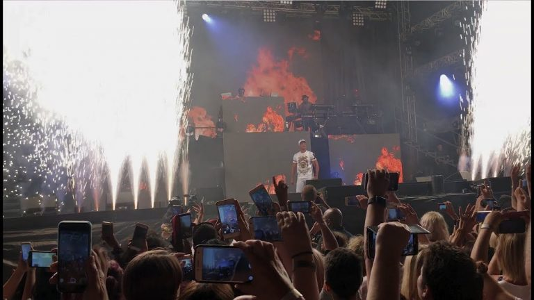 Amazing Jazzy Jeff & Fresh Prince performance of Boom! Shake the Room
